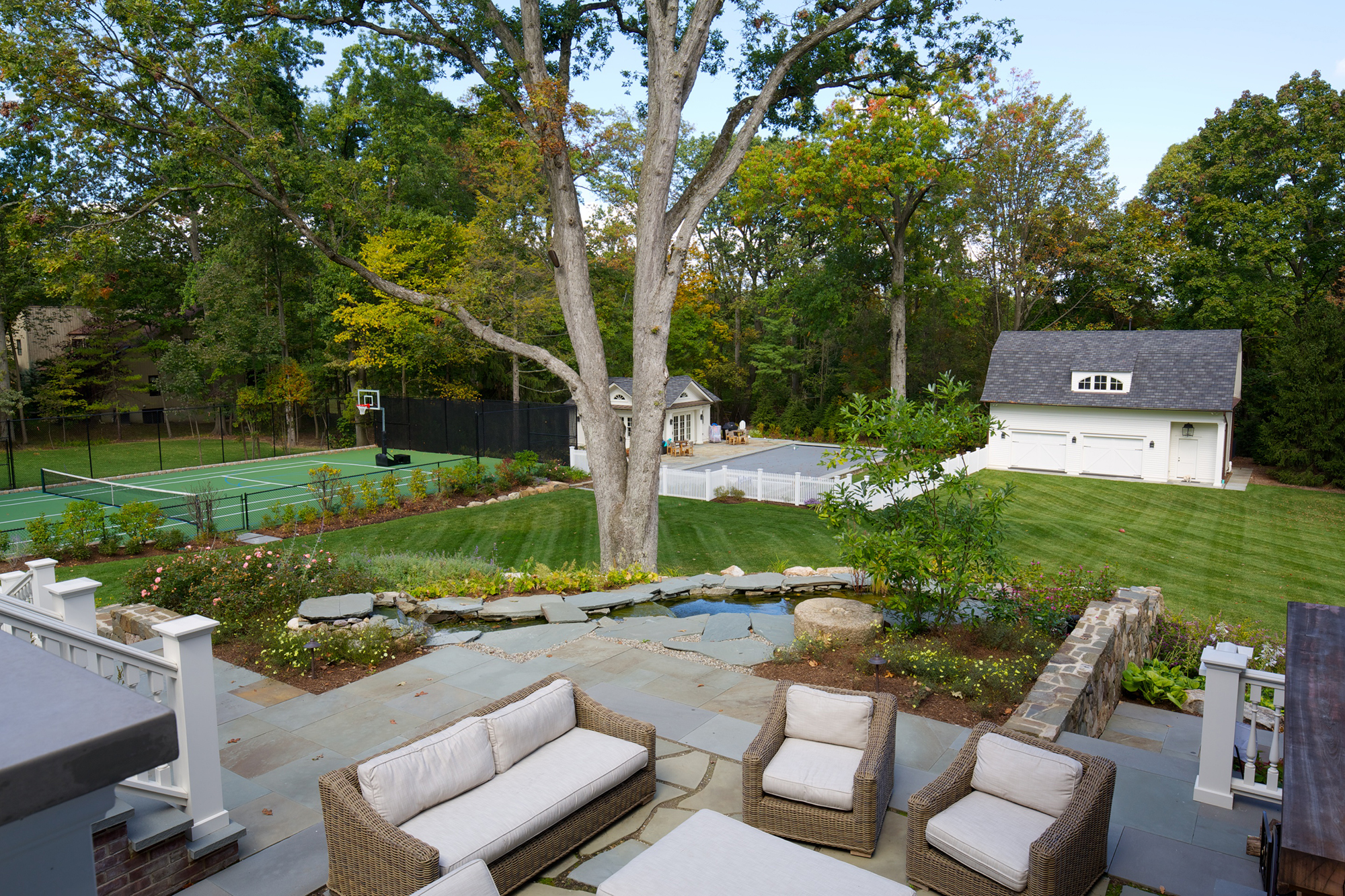 New England Elegance - A Gorgeous Outdoor Living Space